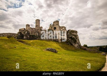 Ruins of medieval castle Ogrodzieniec, Poland - Stock Photo