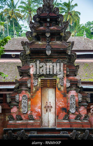 Traditional Balinese Hindu Temple building at Tirta Empul Holy Water Temple, near Ubud, Bali, Indonesia. Ornately carved doorway in the Jeroan or inne - Stock Photo