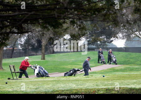 Yountville, CA, USA. 30th Jan, 2019. Golfers make their way along a cart path at the Vintners Golf Club in Yountville on Wednesday morning. A state audit says the Vets Home and the State Department of Veterans Affairs is undercharging the Lincoln Theater and Napa Valley Museum for leases and further states that hot air balloons should never be allowed to take off from the Vintners Golf Club due to liability issues. Credit: Napa Valley Register/ZUMA Wire/Alamy Live News - Stock Photo
