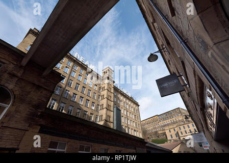 Halifax, West Yorkshire. The regenerated Dean Clough Mills. - Stock Photo