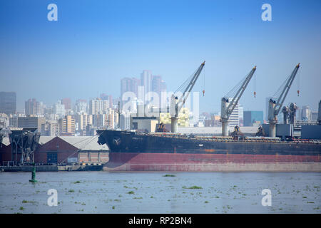 Colombia, Freight being loaded onto ships at the Caribbean port of Baranquilla - Stock Photo