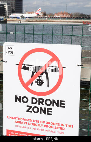 London, UK. 20th Feb, 2019.A 'No Drone Zone' sign attached to the perimeter fence of London City Airport.The UK's Department for Transport  announced today an expansion of drone 'no-fly' zones to 5km around airport runways will come into force next month. Credit: Claire Doherty/Alamy Live News - Stock Photo