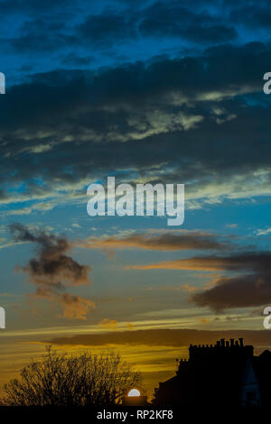 London, UK. 20th Feb, 2019. The setting sun shines over teh teraced houses of Clapham, SW London. Credit: Guy Bell/Alamy Live News - Stock Photo