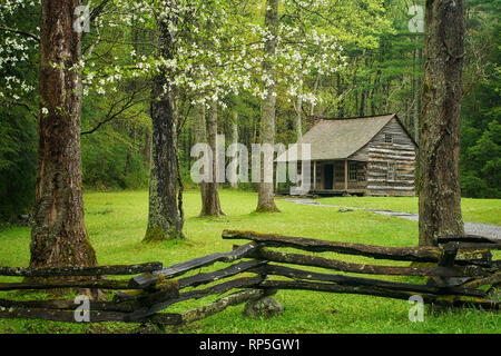 Carter Shields Cabin in Cades Cove, Great Smoky Mountains National Park, Tennessee - Stock Photo