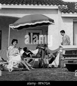 family in the garden, fiat 1800, 1959 - Stock Photo