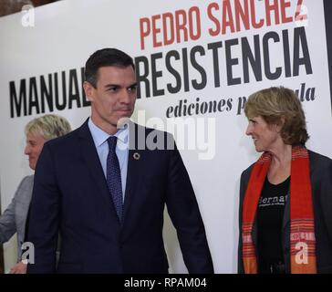 Madrid, Spain. 21st Feb, 2019. Spanish Prime Minister Pedro Sanchez (L) attends the presentation of his book 'Manual de resistencia' ('Handbook of Resistance') in Madrid, Spain, 2 February 2019. Credit: Kiko Huesca/EFE/Alamy Live News - Stock Photo