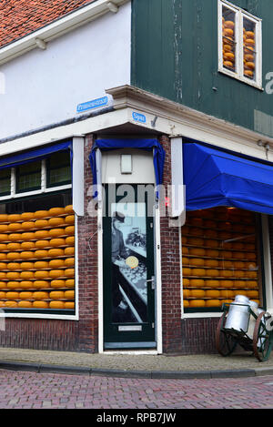 Cheese shop in the centre of the historic town of Edam, North Holland, The Netherlands - Stock Photo