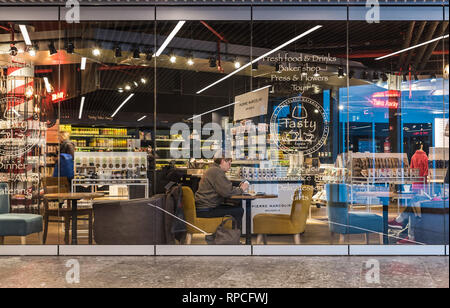 Auderghem, Brussels / Belgium - 02 18 2019: Luxury convinience store and cafe at the new entrance hall of the CHIREC hospital - Stock Photo