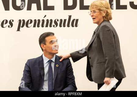 Madrid, Spain. 21st Feb 2019. The President of the Government, Pedro Sánchez and Mercedes Mila speaking about the book. Credit: Jesús Hellin/Alamy Live News - Stock Photo