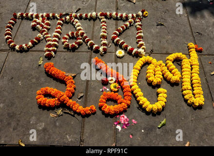 Kolkata, West Bengal, India. 21st Feb, 2019. Marty's Monument seen designed with beautiful flower during the occasion of International Mother Language Day.International Mother Language day is annually observed on 21st February globally to pro more awareness of Linguist & Cultural diversity. Credit: Avishek Das/SOPA Images/ZUMA Wire/Alamy Live News - Stock Photo