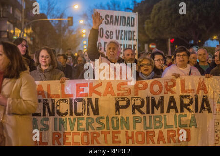 Madrid, Spain. 21st Feb 2019. March against cuts of public health staff by Spanish government. Less people will be in work in the public health sector. Protesters with placards rally against the decision of the government. Credit: Alberto Sibaja Ramírez/Alamy Live News - Stock Photo