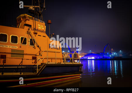 Poole, UK. 21st Feb, 2019. Poole, Dorset. 21st February 2019. Hundreds of visitors head to Poole Quay and town centre to see the light and art installations as part of the 'Light Up Poole' arts festival. HARBOUR GLOW by James Smith, Audacious and Wolf Lighting Credit: Thomas Faull/Alamy Live News - Stock Photo