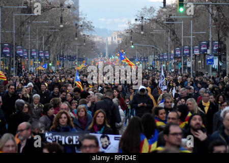 Barcelona, Catalonia, Spain. 21st Feb, 2019. General view of the demonstrators during a general strike in the streets of Barcelona to demand freedom, human right and against the trial of the political prisoners at the Supreme Court. Credit: Ramon Costa/SOPA Images/ZUMA Wire/Alamy Live News - Stock Photo