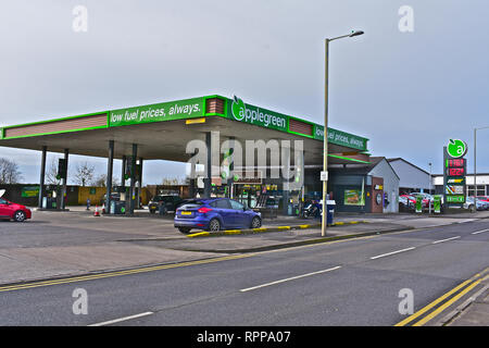 Applegreen Petrol Station in Tramains Road, Bridgend selling low price fuel. Subway shop and beer cave in store. - Stock Photo