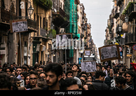 Palermo, Italy. 22nd Feb, 2019. Students protest against the new high-school graduation exam 'maturità' and the regionalization of education. Credit: Antonio Melita/Pacific Press/Alamy Live News - Stock Photo