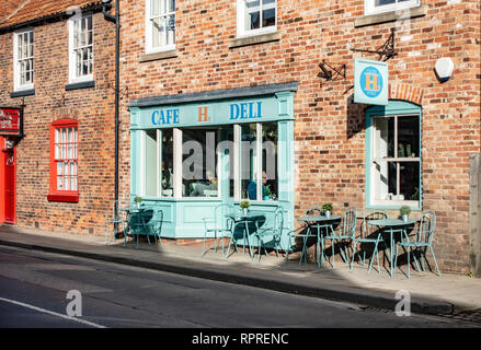 English Village H's Cafe Deli in Market Place, Tickhill in the Metropolitan Borough of Doncaster in South Yorkshire, England, - Stock Photo
