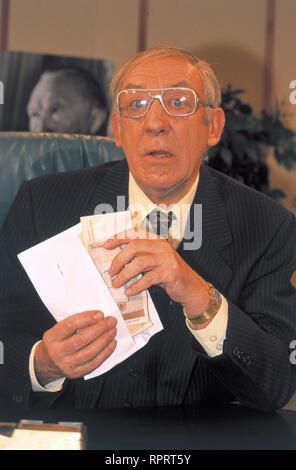 HALLERVORDENS SPOTT-LIGHT / 'Parkuhr' - DIETER HALLERVORDEN, 1/2000 / Überschrift: HALLERVORDENS SPOTT-LIGHT - Stock Photo