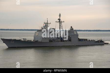 190222-N-AY174-0083  NORFOLK, Va. (Feb. 22, 2019) The guided-missile cruiser USS San Jacinto (CG 56) pulls into Naval Station Norfolk. USS San Jacinto is a Ticonderoga- class guided-missile cruiser and is a part of Carrier Strike Group (CSG) 10, also known as USS Dwight D. Eisenhower Carrier Strike Group. (U.S. Navy photo by Mass Communication Specialist Seaman Apprentice Brianna Thompson) - Stock Photo