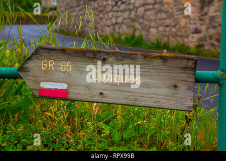 Sign showing the way to Conques in South-West France - Stock Photo