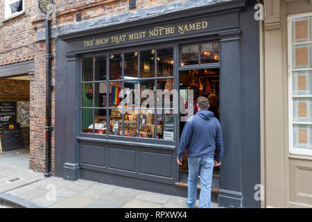 'The Shop That Must Not Be Named', an independent gift shop linked to the Harry Potter novels, City of York, UK. - Stock Photo