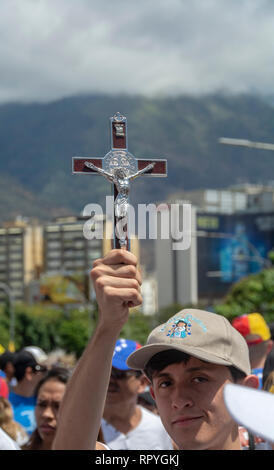 The citizens of Caracas gathered at the La Carlota air base to ask the Armed Forces to allow humanitarian aid into Venezuela and lay down their arms f - Stock Photo