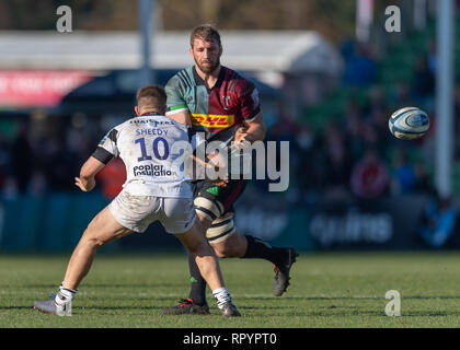 London, UK. 23rd Feb, 2019. Chris Robshaw of Harlequins (CC) in action during Gallagher Premiership match between Harlequins and Bristol Bears at Twickenham Stoop on Saturday, 23 February 2019. LONDON ENGLAND. (Editorial use only, license required for commercial use. No use in betting, games or a single club/league/player publications.) Credit: Taka G Wu/Alamy News Credit: Taka Wu/Alamy Live News - Stock Photo