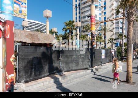 Benidorm, Costa Blanca, Spain, 23rd February 2019. The seafront Tiki Beach Bar on Levante beach, Benidorm is finally closed after much controversy and complaints from local residents. There are no reports as to wether this is a complete closure or just a refurbishment .  Credit: Mick Flynn/Alamy Live News - Stock Photo
