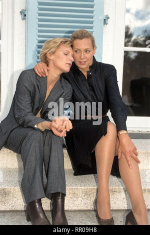 DIE BEISCHLAFDIEBIN / D 1997 / Christian Petzold Bild: Die Schwestern Franziska (NELE MUELLER-STÖFEN) und Petra (CONSTANZE ENGELBRECHT) 41280/# / Überschrift: DIE BEISCHLAFDIEBIN / D 1997
