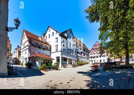 Medieval Hafenmarkt (harbor market) and 'Krautmarktbrunnen' near the old  town hall in Esslingen am Neckar. The four-tube fountain was first mentioned - Stock Photo