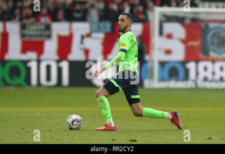 Mainz, Deutschland. 23rd Feb, 2019. firo: 23.02.2019 Football, Football: 1. Bundesliga, Season 2018/2019 FSV FSV Mainz 05 - FC Schalke 04 3: 0 S04 Nabil Bentaleb, single action | usage worldwide Credit: dpa/Alamy Live News - Stock Photo