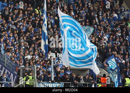 Mainz, Deutschland. 23rd Feb, 2019. firo: 23.02.2019 Football, Football: 1. Bundesliga, Season 2018/2019 FSV FSV Mainz 05 - FC Schalke 04 3: 0 Fan, Fans, Fans, Fans, Flag, Scarves, | usage worldwide Credit: dpa/Alamy Live News - Stock Photo