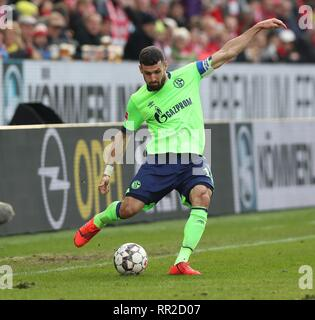 Mainz, Deutschland. 23rd Feb, 2019. firo: 23.02.2019 Football, Football: 1. Bundesliga, Season 2018/2019 FSV FSV FSV Mainz 05 - FC Schalke 04 3: 0 S04 Daniel Caligiuri, single action | usage worldwide Credit: dpa/Alamy Live News - Stock Photo