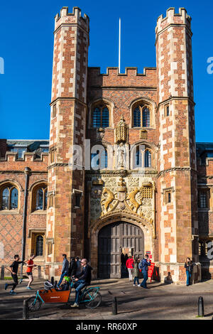 St John's College Cambridge - The Great Gate St John's College University of Cambridge -  Completed in 1516. Cambridge Tourism / Historic Cambridge. - Stock Photo