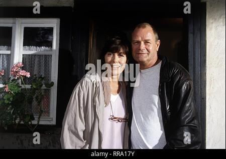 Ein TV-Special mit THEKLA CAROLA WIED und DIETER MANN. 36430 / Überschrift: EINE FRAU IN DEN ALLERBESTEN JAHREN / Deutschland 1992 - Stock Photo