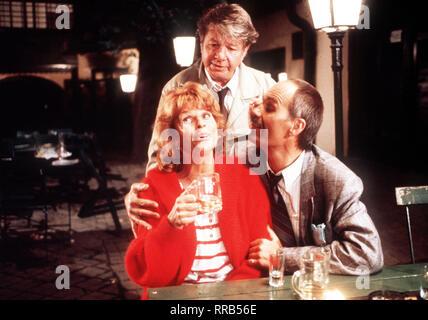 DIE SCHNELLE GERDI / TV-Serie - D 1989 - Michael Verhoeven / 6. Miramare / Gerdi (SENTA BERGER) hat sich von zwei kleinen Gaunern (HEINZ PETTERS / CHRISTOPH LINDERT) übers Ohr hauen lassen... /  / Überschrift: DIE SCHNELLE GERDI / BRD 1989 - Stock Photo