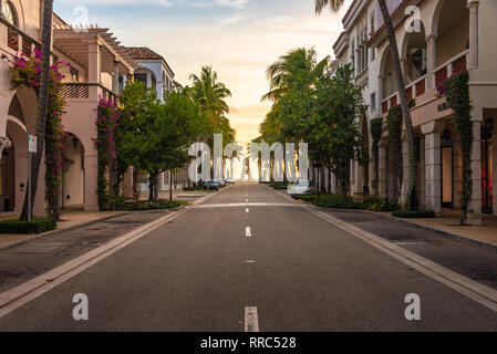 Stores On Worth Avenue In Downtown Palm Beach Treasure