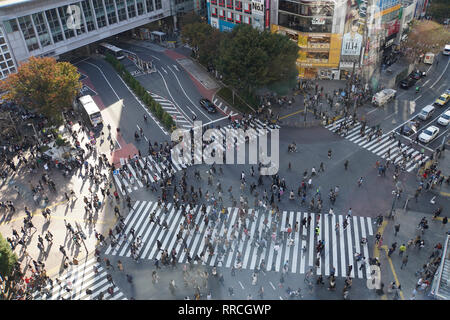 Elevated view of a crowed of pedestrians crossing a four way zebra crossing in central Tokyo, Japan - Stock Photo