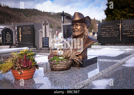 cemetery of Malmedy, grave with the bust of the singer Roger Collette, Belgium, Europe.  Grab mit Bueste des Saengers Roger Collette auf dem Friedhof  - Stock Photo