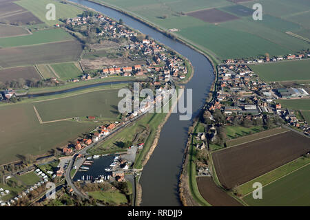 aerial view of East & West Stockwith villages astride the River Trent, near Gainsborough, Lincolnshire - Stock Photo