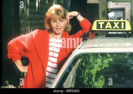 DIE SCHNELLE GERDI / TV-Serie von 1989 - Regie: Michael Verhoeven / 6. Miss Miramare / In der letzten Folge geht bei Gerdi (SENTA BERGER) alles schief. / 34750-0-54445 / , 10DFAGerdi1 / Überschrift: DIE SCHNELLE GERDI / BRD 1989 - Stock Photo