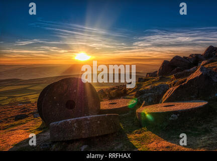 Hathersage, Uniked Kingdom. 25th Feb, 2019. Spectacular sunset at the end of the warmest day in February over millstones at Stanage Edge near Hathersage, Peak District National Park, Derbyshire Credit: Doug Blane/Alamy Live News - Stock Photo