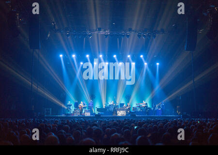 London, UK. 25th Feb, 2019. Steely Dan performing live on stage at the SSE Arena Wembley in London. Photo date: Monday, February 25, 2019. Credit: Roger Garfield/Alamy Live News - Stock Photo