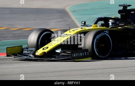 Barcelona, Spain. 26th Feb 2019. German Formula One driver Nico Hülkenberg, Renault, steers his car during the official pre-season training sessions at Barcelona-Catalunya circuit in Montmelo, Barcelona, Spain, 26 February 2019. EFE/ Alejandro Garcia - Stock Photo