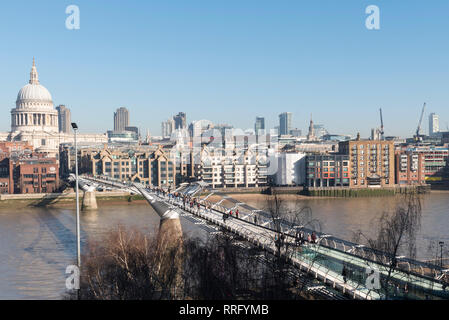 London, UK. 26th Feb, 2019. UK Weather: The City of London is bathed in sunshine on what is forecast to be the hottest February day since records began. The unseasonably warm weather is expected to continue for one more day before temperatures lower. Credit: Stephen Chung/Alamy Live News - Stock Photo