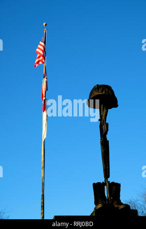 Battlefield Cross sculpture atop the Brazos Valley Vietnam Memorial located in front of the Clara B. Mounce Public Library in Bryan, Texas, USA. - Stock Photo