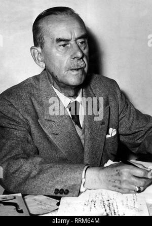 Mann, Thomas, 6.6.1875 - 12.8.1955, German author / writer, Nobel prize laureate for Literature 1929, half length, 1940s, 40s, Additional-Rights-Clearance-Info-Not-Available - Stock Photo