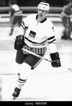 Koepf, Ernst (senior), * 10.2.1940, German ice-hockey player, striker of Augsburg EV, as international at the world championship in Bucuresti, full length, 25.2.1970, Additional-Rights-Clearance-Info-Not-Available - Stock Photo