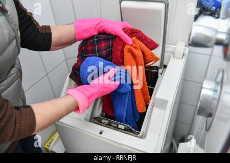 Washing machine put away, Waschmaschine einräumen