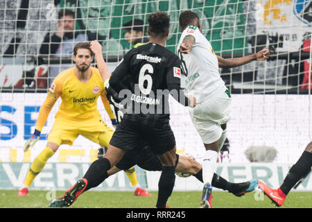 Frankfurt, Deutschland. 17th Feb, 2019. Denis ZAKARIA (right, MG) scored the goal to make it 1-1 for Borussia Monchengladbach, action, football 1st Bundesliga, 22nd matchday, Eintracht Frankfurt (F) - Borussia Monchengladbach (MG) 1: 1, on 17.02.2019 in Frankfurt/Germany. ¬ | usage worldwide Credit: dpa/Alamy Live News - Stock Photo