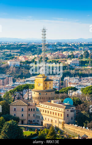 Radio Vaticana administration building and radio masts at Vatican City - Stock Photo